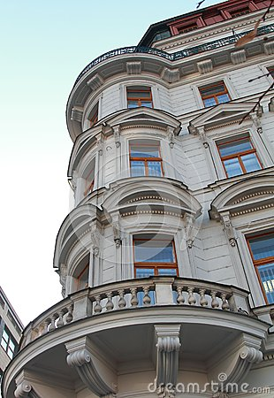 Windows en esquina del edificio europeo