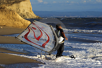 Windsurf on waves.