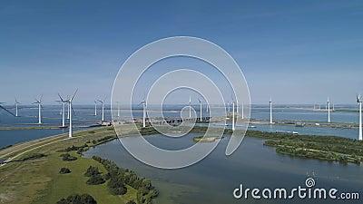 Windturbine vanuit luchtperspectief, Drone view in windpark krammersluizen, een windmolenpark in het grovelingmeer in Nederland. stock videobeelden