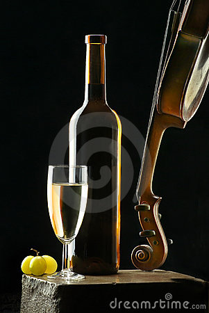 Free Wine And Violin Royalty Free Stock Image - 1669006