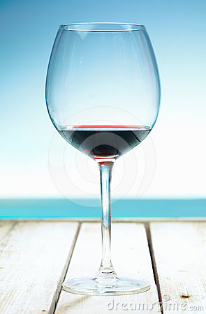 Free Wine At The Beach Royalty Free Stock Images - 24347269