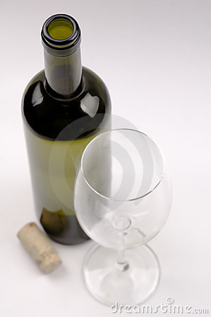 Free Wine Bottle And Wineglass Royalty Free Stock Photography - 16726917