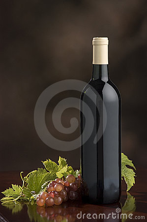 Free Wine Bottle,grapes,grape Leaves Royalty Free Stock Photo - 314615