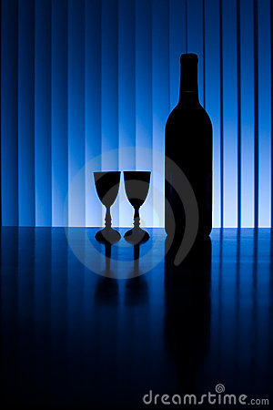 Free Wine Bottle With Two Glasses Royalty Free Stock Images - 2464909