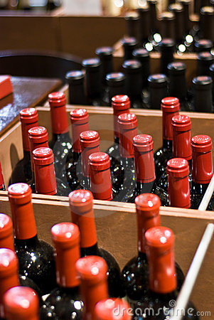 Free Wine Bottles In A Shop Royalty Free Stock Photography - 3295177