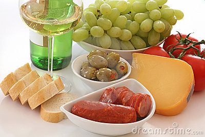 Wine, bread, cheese and vegies