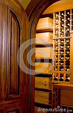 Free Wine Cellar Mahogany Door Royalty Free Stock Photography - 1667697