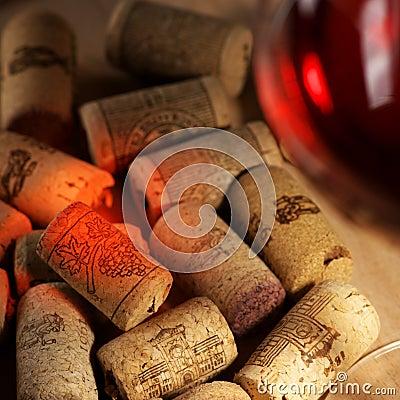 Wine corks with wine reflex