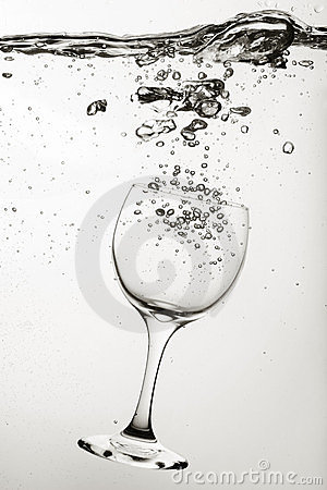 Free Wine Glass In Water Royalty Free Stock Images - 23884509