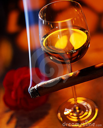 Free Wine With Cigar Royalty Free Stock Photography - 16895777