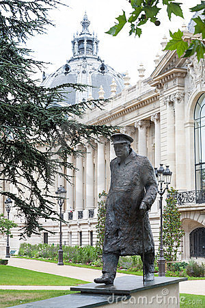 Winston Churchill statue in Paris
