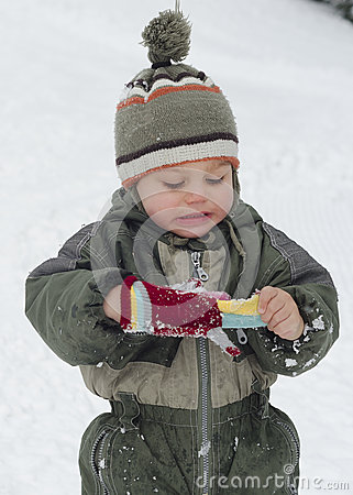 Free Winter Child With Gloves Royalty Free Stock Photography - 35212777