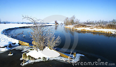 Winter-Flussszene