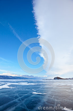 Free Winter Ice Landscape On Lake Baikal With Dramatic Weather Clouds Royalty Free Stock Image - 63537976