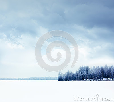 Free Winter Landscape With Snowy Field And Moody Sky Stock Photo - 34811050