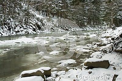 winter-mountain-river-12624765.jpg