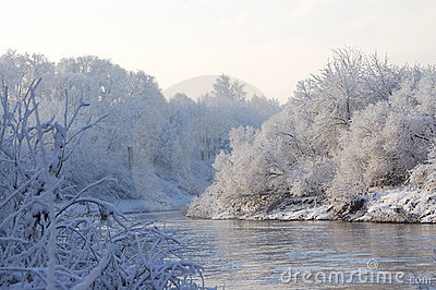The winter river.