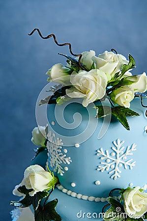 Free Winter Rose Wedding Cake Royalty Free Stock Image - 14706746