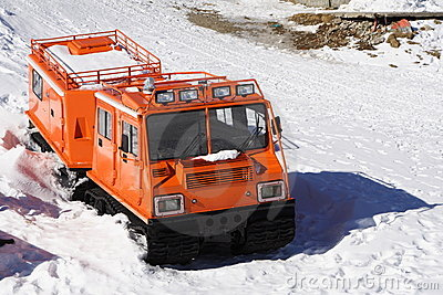 Winter special transportation vehicle