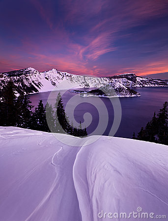 Free Winter Sunrise Over Crater Lake Royalty Free Stock Image - 26213286