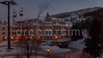 Wintermorgens im Skigebiet in Mont Tremblant Timelapse stock video footage