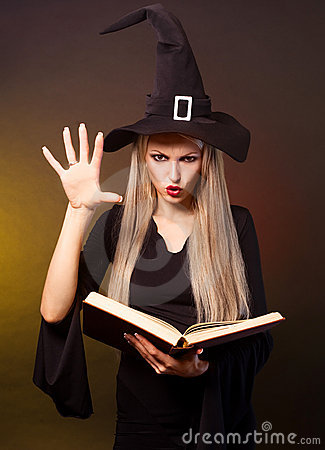 Free Witch Conjuring Royalty Free Stock Photography - 21578367
