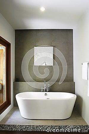 Witte badkuip stock foto 39 s afbeelding 5597953 - Eigentijdse badkuip ...