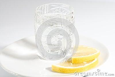 Wodka und Zitrone