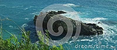 Wodny pluśnięcie w skale zdjęcie wideo