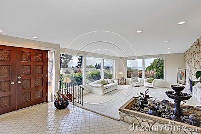 Wohnzimmer mit brunnen im luxushaus stockfoto bild 42684853 - Wohnzimmer brunnen ...