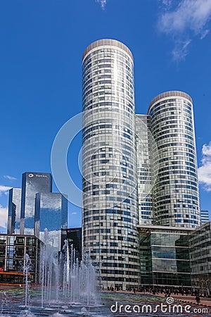 Wolkenkratzer in der La-Verteidigung Redaktionelles Stockfotografie