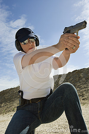Free Woman Aiming Hand Gun At Firing Range Royalty Free Stock Images - 29660229