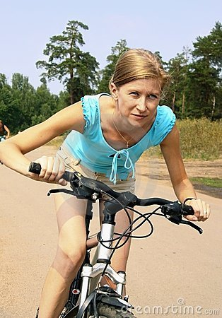 Free Woman And Bicycle Royalty Free Stock Photography - 15631847