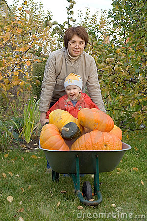 Free Woman And Child In A Garden Stock Images - 3516304