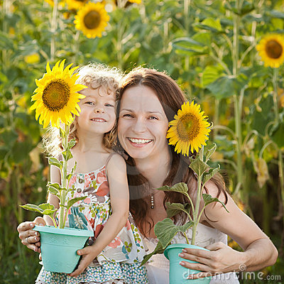 Free Woman And Child With Sunflower Royalty Free Stock Photos - 23179338