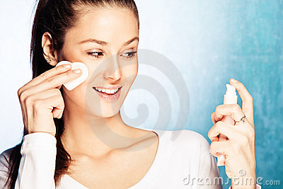 Woman apply foundation