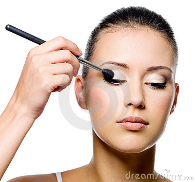 Free Woman Applying Eyeshadow With Brush Royalty Free Stock Images - 16539989