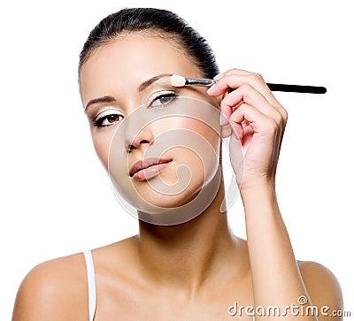 Free Woman Applying Eyeshadow With Brush Royalty Free Stock Image - 21791636