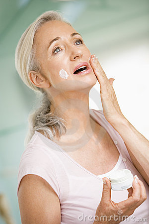 Free Woman Applying Face Cream Stock Images - 5930524