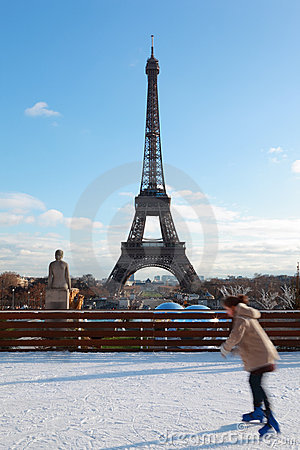 Free Woman Are Skating, Eiffel Tower In Winter Royalty Free Stock Photography - 19153307