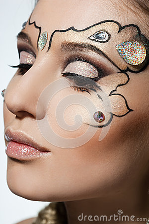 Woman with art visage