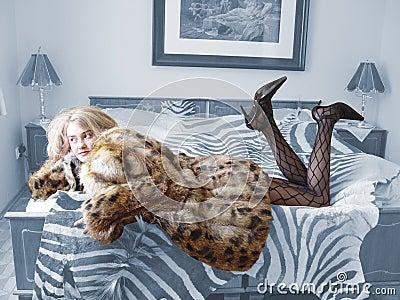 Što sve vole žene, prikaži slikom - Page 3 Woman-on-bed-thumb252531