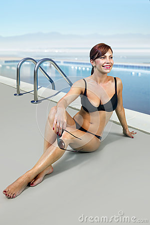 Woman in black bathing suit on beach l
