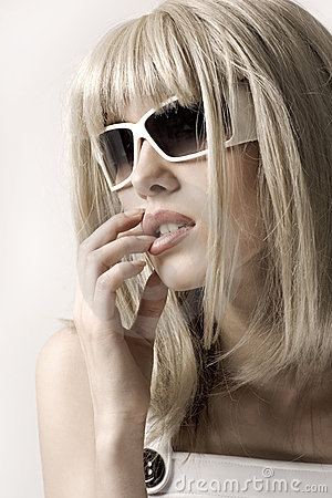 Woman in blonde wig and sunglasses