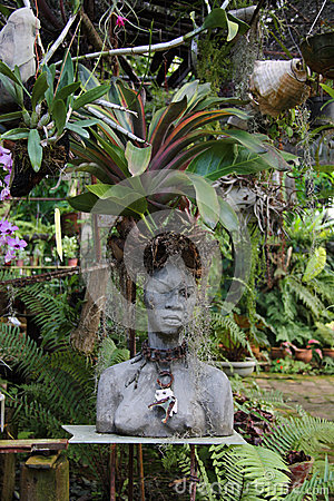 Statue/Bust of Woman - Botanic Garden, Cuba