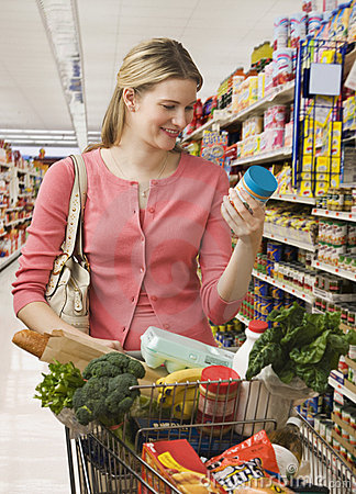 Free Woman Buying Groceries Royalty Free Stock Photos - 14647468