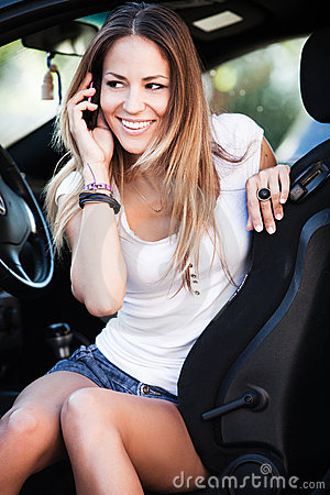 woman in car talk on cell phone