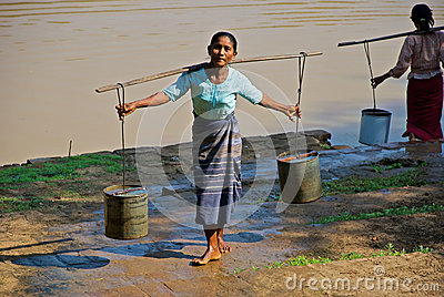 Woman carrying water Editorial Stock Image