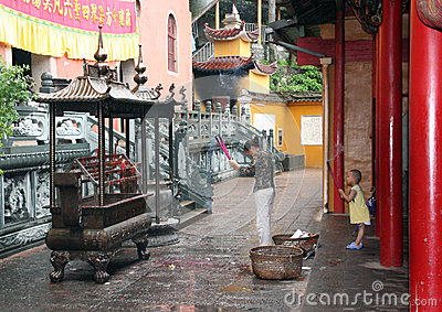 Woman And Child Praying At Buddhist Temple Editorial Image