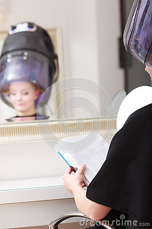 Woman client hair curlers reads magazine in salon stock for Reading beauty salon